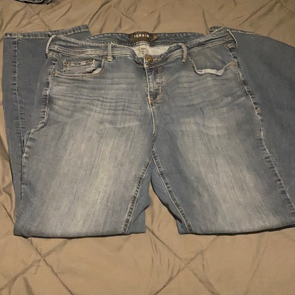 🎀🛍Torrid Size 20 Barely Boot Jeans 🛍🎀